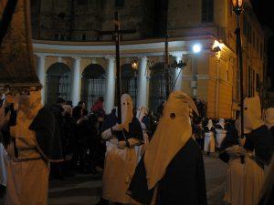 Chieti Processione_del_Venerdì_Santo_di_Chieti-confraternita_II