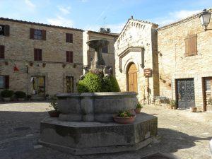 Torre di Palme fontana classica e chiesa di san Giovanni